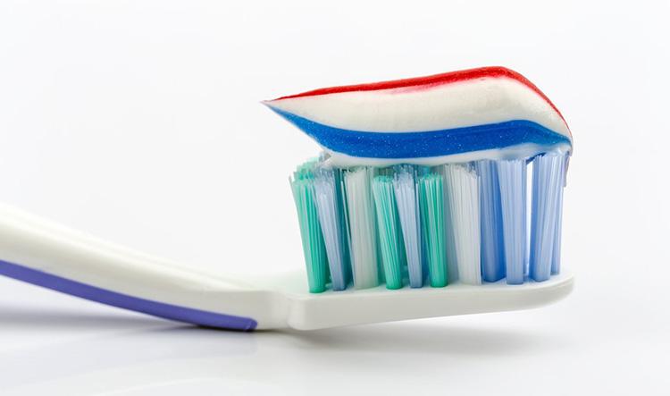 Dentista en Alcorcón y Móstoles - Clínica Stoma - Cómo cuidar el cepillo de dientes