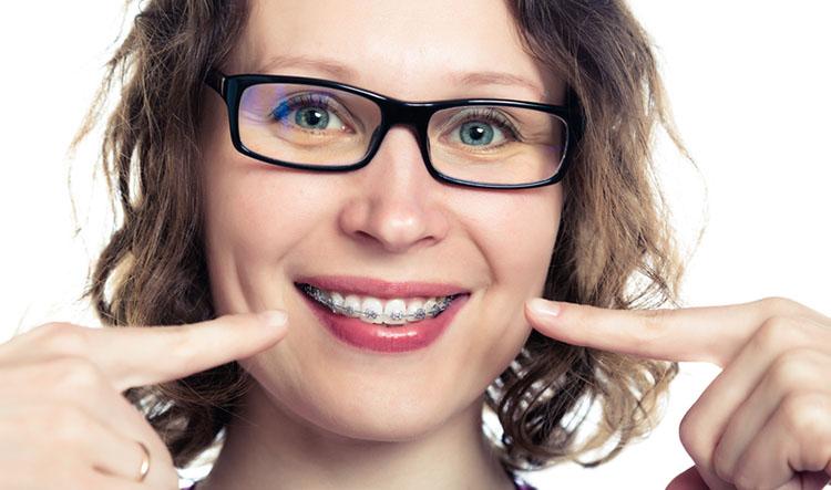 Ortodoncistas en Alcorcón y Móstoles en Clínica Stoma - Ortodoncia en adultos