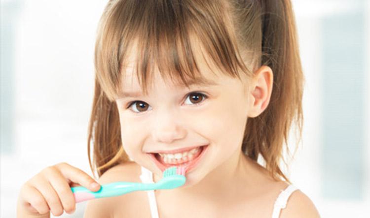 Dentista en Alcorcón y Móstoles - Clínica Stoma - Cuidados de los dientes de los niños