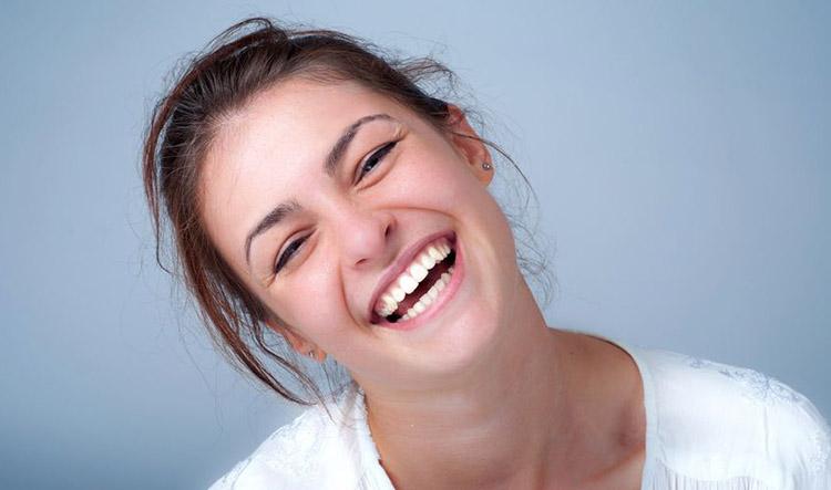 Ortodoncia invisible Invisalign en Móstoles y Alcorcón en Clínica Stoma - Muestra tu sonrisa