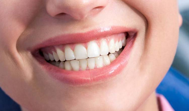 Implantes dentales en Alcorcón y Móstoles en Clínica Stoma - Injertos de encía