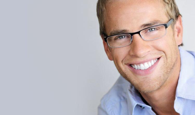 Dentista en Alcorcón y Móstoles - Clínica Stoma - Sonrisa bonita aumenta la autoestima