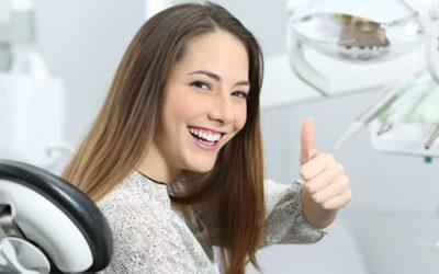 Cómo elegir una clínica de implantes dentales